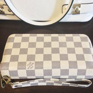 Louis Vuitton White Zippy Wallet